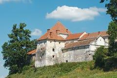 Medeltida slott på kullen Arkivfoton