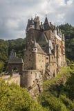Medeltida slott, småstad Eltz, Tyskland Arkivbilder
