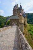 Medeltida slottsmåstad Eltz för saga i den Moselle regionen av Tyskland royaltyfri foto
