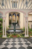 Medeltida slottträdgård Royaltyfri Bild