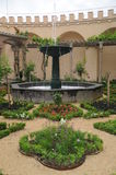 Medeltida slottträdgård Arkivbild