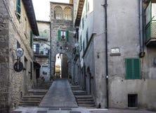 Medeltida stad av Abbadia San Salvatore Arkivfoton