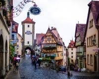 Medeltida stad för sagobok av Rothenburg obder Tauber på en regnig dag arkivfoto