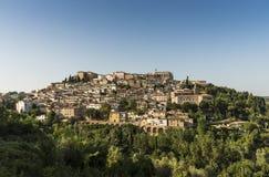 Medeltida stad Loreto Aprutino Abruzzo Arkivfoton