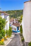 Medeltida stadsjordbruksmark Obidos Portugal för smal vit gata Royaltyfria Bilder
