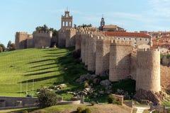 Medeltida stadsväggar i Avila, Castilla y Leon, Spanien Ansett det b?sta som bevaras i Europa royaltyfri foto
