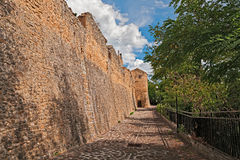 Medeltida stadsväggar i Rocca San Giovanni, Chieti, Abruzzo, Ital Royaltyfri Foto