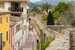 Medeltida stadväggar, Alcudia, Majorca Arkivfoton