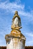 Medeltida staty av den heliga oskulden Royaltyfri Bild