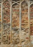 Medeltida sten- och tegelstenarbete Royaltyfri Bild
