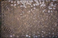 Medeltida stena gravyr i georgian bokstäver arkivfoton