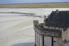 Medeltida stenvallar av klosterslotten arkivfoto