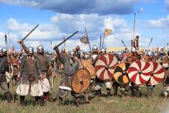 Medeltida stridshow Voinovo Pole (krigares fält) Royaltyfri Foto