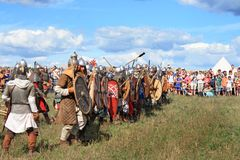 Medeltida stridshow Voinovo Pole (krigares fält) Royaltyfri Fotografi