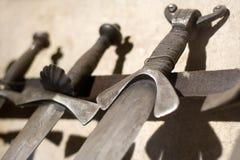 medeltida svärd Royaltyfria Bilder