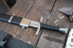 Medeltida svärd för metall i skida Fotografering för Bildbyråer