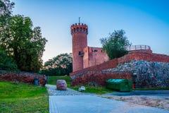 Medeltida Teutonic slott i Swiecie på natten Royaltyfri Bild