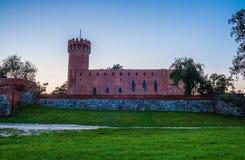 Medeltida Teutonic slott i Swiecie på natten Arkivbilder
