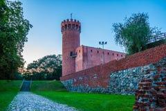 Medeltida Teutonic slott i Swiecie på natten Arkivfoton