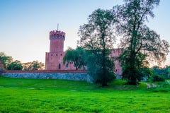 Medeltida Teutonic slott i Swiecie på natten Royaltyfri Foto