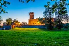 Medeltida Teutonic slott i Swiecie på natten Royaltyfria Bilder