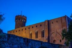 Medeltida Teutonic slott i Swiecie på natten Arkivfoto