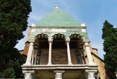 Medeltida tillflykt av den Glossatory Tombe deien Glossatori, stora förlage av lag, nära basilika av San Francesco Bologna Italie royaltyfria bilder