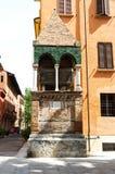 Medeltida tillflykt av den Glossatory Tombe deien Glossatori, stora förlage av lag, nära kyrka av San Domenico Bologna Italien royaltyfri foto