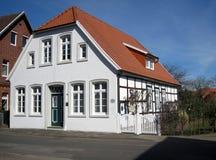 Medeltida timmer som inramar huset germany Quakenbrueck Arkivfoton