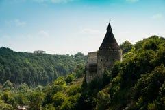 Medeltida torn av en liten slott, i vagga Fotografering för Bildbyråer