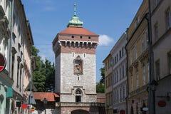 Medeltida torn av Florian Gate i Krakow, Polen Royaltyfri Foto