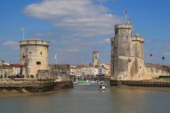 Medeltida torn- och olhamn av La Rochelle i Frankrike Royaltyfria Foton