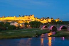 Medeltida town av Carcassonne på natten Royaltyfri Bild