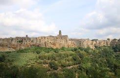 Medeltida town Pitigliano i italienska Tuscany Arkivfoton