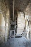 Medeltida träblock på Mont Saint Michel Abbey, Frankrike Royaltyfri Bild