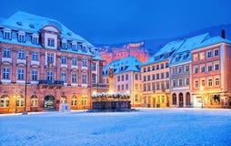 Medeltida tysk stad Heidelberg i vintern, Tyskland fotografering för bildbyråer