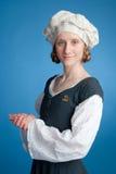 medeltida unga ståendekvinnor för dräkt Fotografering för Bildbyråer