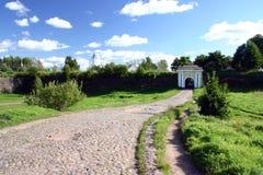 medeltida väg för kullersten till Arkivbild