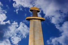 Medeltida viking svärd mot en dramatisk himmel Fotografering för Bildbyråer