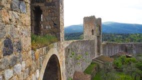 Medeltida walled av Monteriggioni arkivbilder
