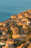 Medeltida walled town av Monemvasia, Grekland Arkivfoton