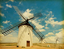 Medeltida Windmills. Royaltyfri Bild