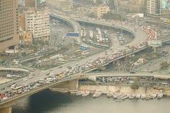 Medeltrafik på ` 6th av Oktober bro` - Kairo royaltyfria bilder