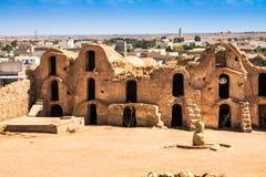 Medenine (Tunisien): traditionella Ksour (berberen stärkt spannmålsmagasin Royaltyfria Foton