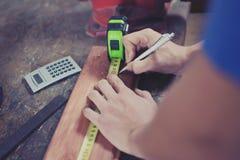Medição das mãos Imagem de Stock