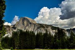 Media bóveda de Yosemité Fotos de archivo libres de regalías