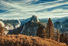 Media bóveda en el parque nacional de Yosemite foto de archivo libre de regalías
