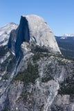 Media bóveda en el valle de Yosemite Foto de archivo libre de regalías