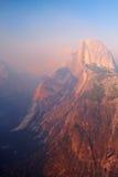 Media bóveda en la puesta del sol, valle de Yosemite Foto de archivo