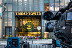 Media camera equipments recording the front of Trump Tower, residence of president elect Donald Trump - New York, USA Stock Photo